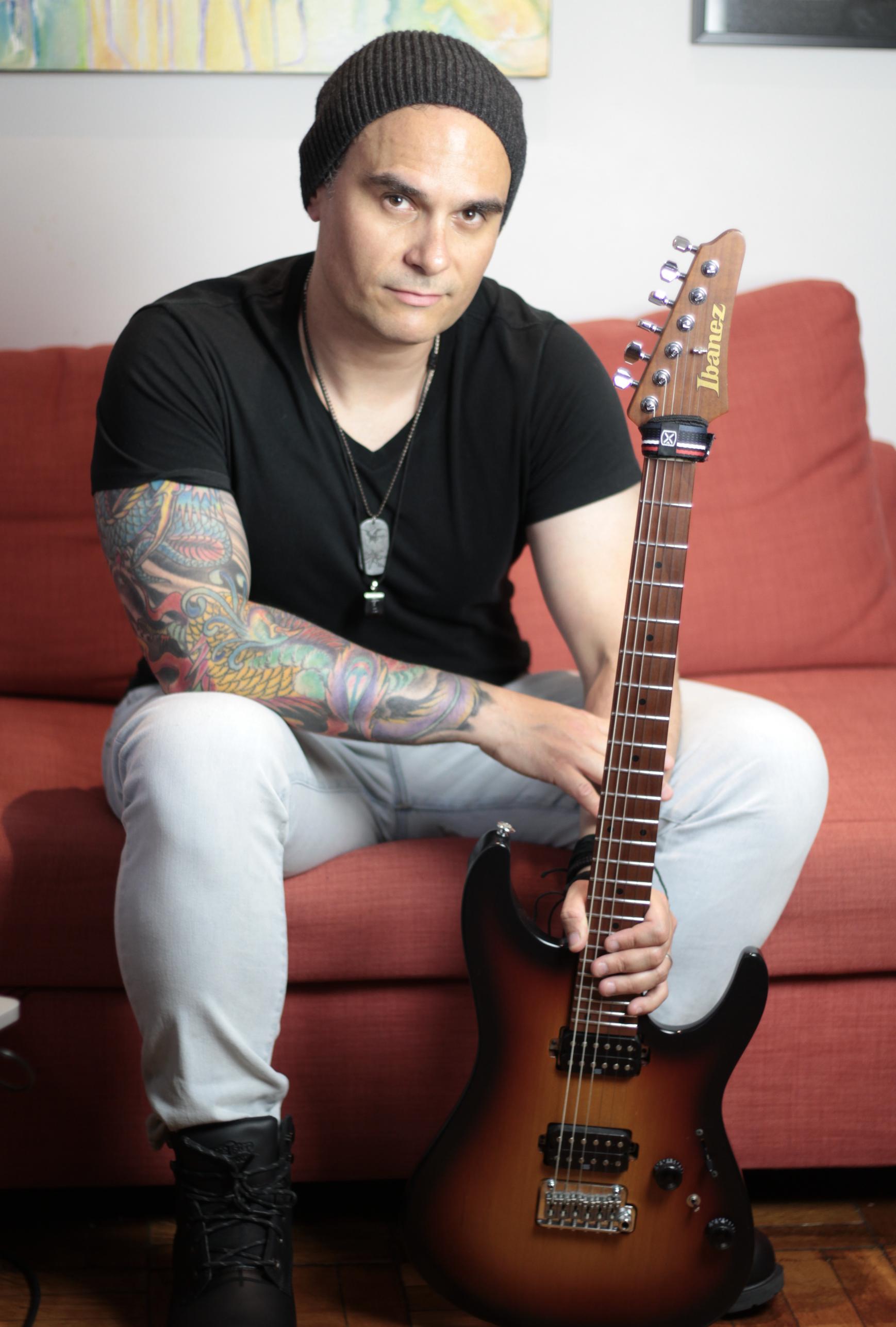 Rod Rodrigues - Guitar